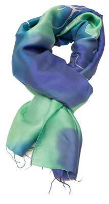 Batik farvet silketørklæde i blå og grønne farver