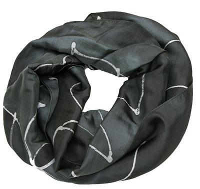 Sort silketørklæde med hvid batik farvning